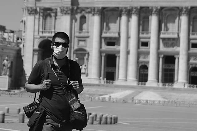 stefano costantino vaticano mask